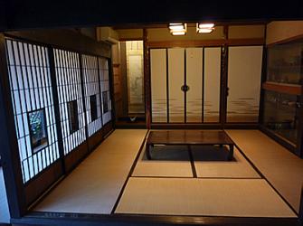 ホールに隣接する和室